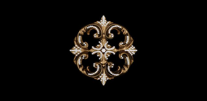 Large Medallion HoldBack-1PC Crystal