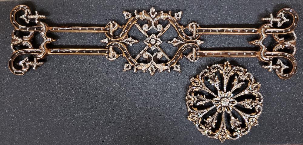 zodiac-crown-2-pc-drapery-hardware